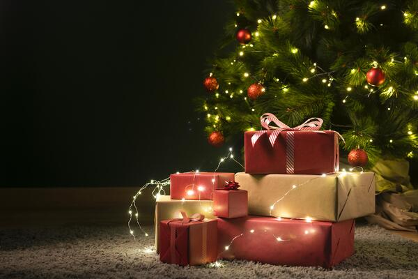 front-view-christmas-tree-gifts (1)