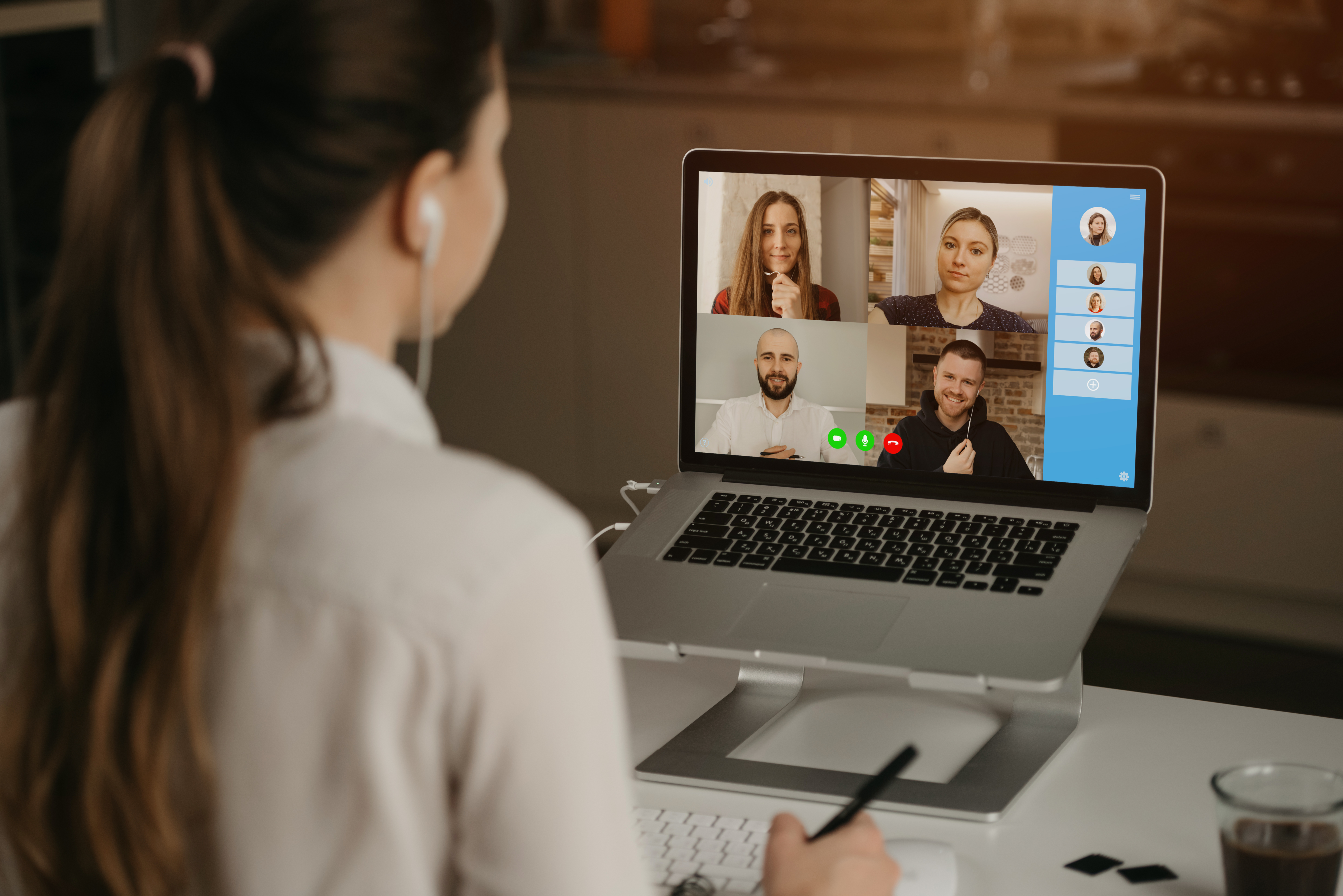 rearview-businesswoman-home-video-conference-with-her-colleagues-during-online-meeting-partners-video-call-multiethnic-business-team-having-discussion-online-meeting